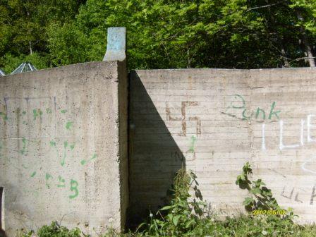 Diese Mauer stand auf dem Spielplatz der Klinge - noch im Jahr 2007 - nach Timos Rückführung
